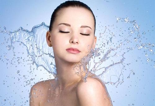 В чем секрет красоты волос и кожи и как это связано с водой