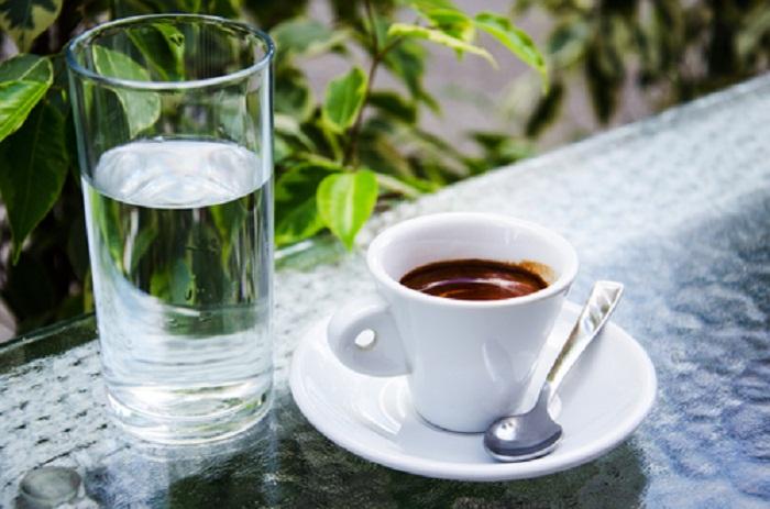 Полезно ли пить кофе с холодной водой